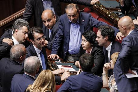 Manovra, Camera conferma fiducia al governo. Mdp non vota per protesta
